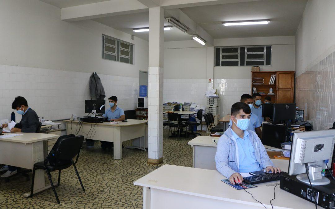 A cooperativa fornece máscaras para a proteção individual contra a Covid-19 (Coronavírus) para todo o seu quadro interno.