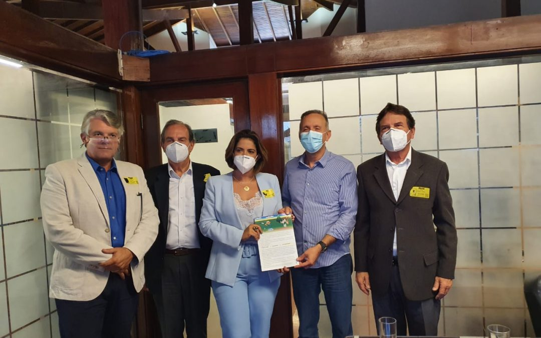 Vice-presidente da cooperativa participa de reunião junto ao G-100 para defesa do setor de laticínios