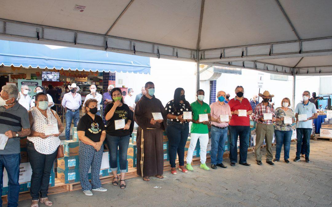 Armazém da Cooperativa realiza a entrega de 2.600 litros de leite a 18 instituições